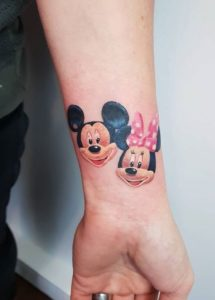 Tatuaj cu Mickey Mouse si Minnie Mouse